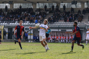 Andrea Piraccini del Verbania Calcio durante un'azione in campo