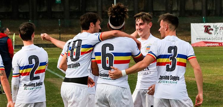 Verbania Calcio: esultanza dopo il gol di kambo