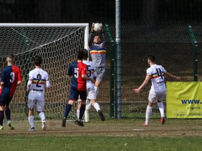 Il Portiere Verbania Calcio Giovanni Russo durante una parata