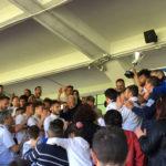 Squadra e Dirigenza Verbania Calcio sugli spalti con i tifosi a festeggiare la Serie D